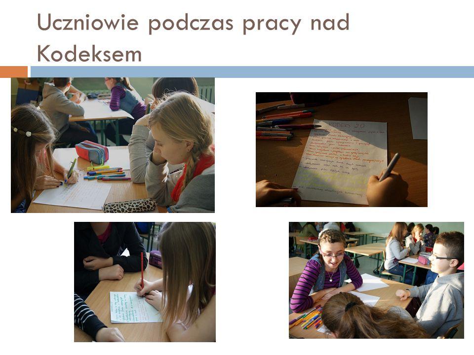 Uczniowie podczas pracy nad Kodeksem
