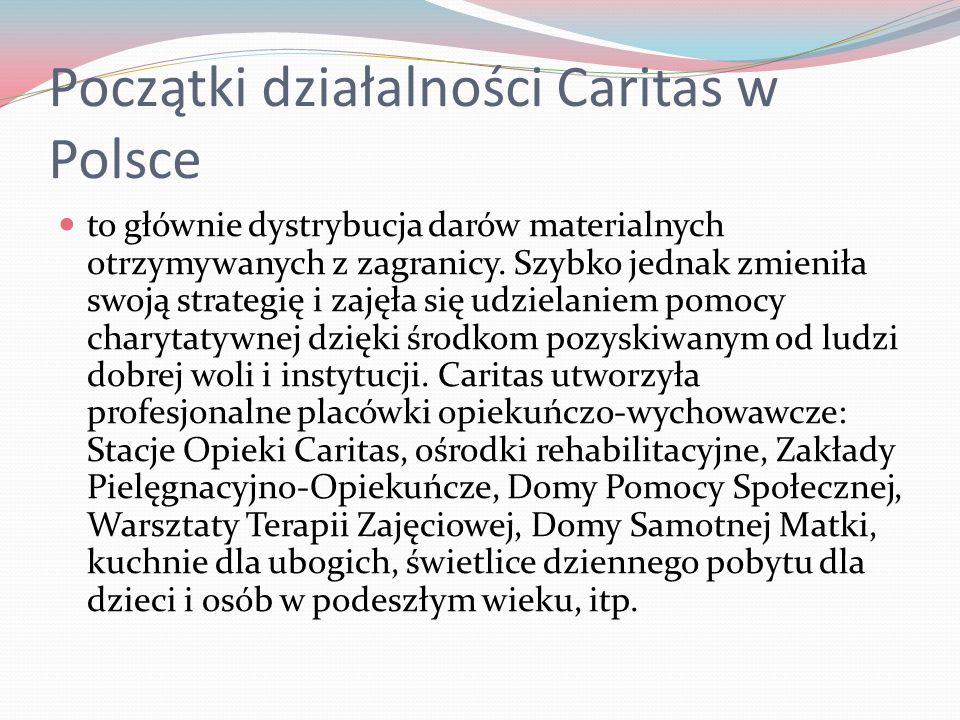 Początki działalności Caritas w Polsce to głównie dystrybucja darów materialnych otrzymywanych z zagranicy. Szybko jednak zmieniła swoją strategię i z