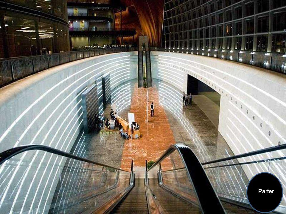 Podłogi wykonane są z białego, szarego i żółtego marmuru sprowadzanego z różnych prowincji Chin