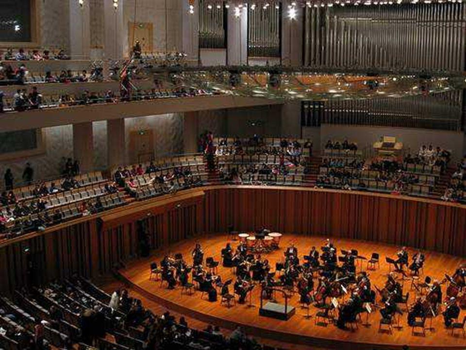 Sala koncertowa mieści 2. 017 osób
