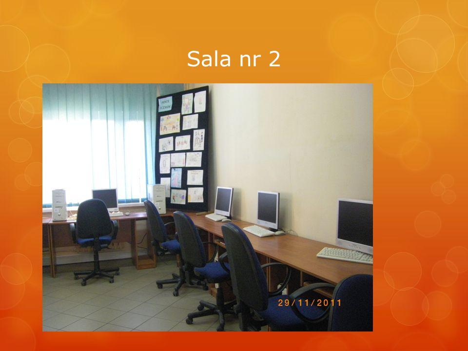 W pracowniach odbywają się lekcje informatyki, zajęć komputerowych i innych przedmiotów.