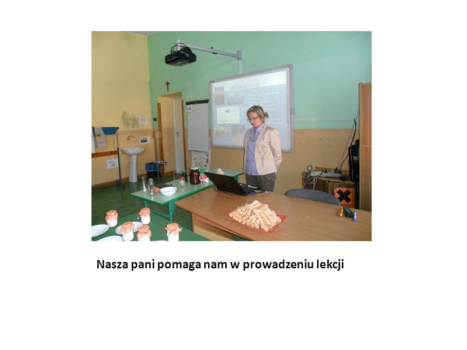 Nasza pani pomaga nam w prowadzeniu lekcji