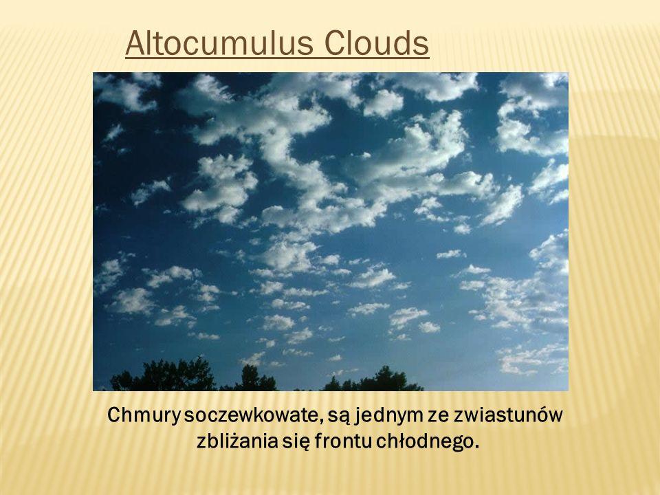 Altocumulus Clouds Chmury soczewkowate, są jednym ze zwiastunów zbliżania się frontu chłodnego.