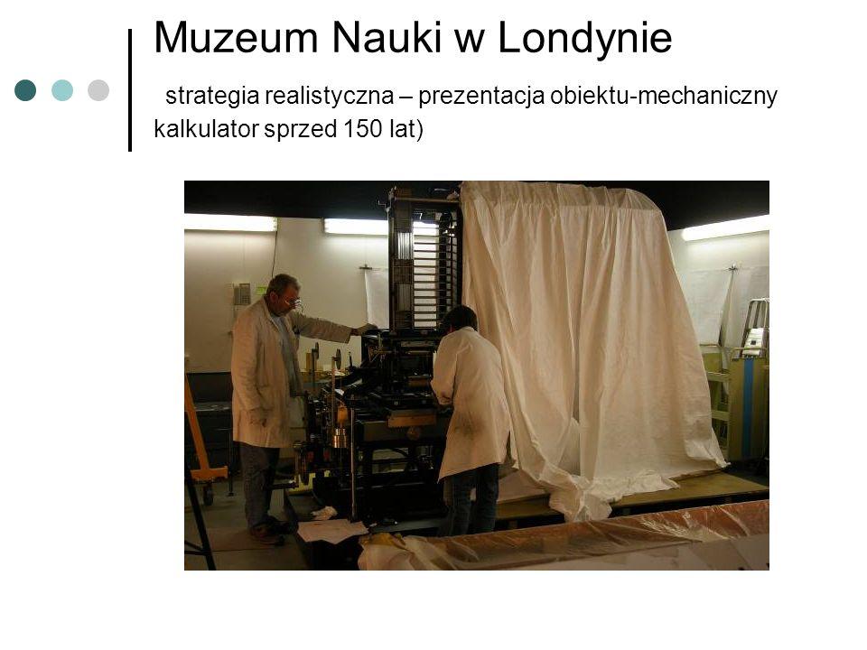 Muzeum Nauki w Londynie strategia realistyczna – prezentacja obiektu-mechaniczny kalkulator sprzed 150 lat)