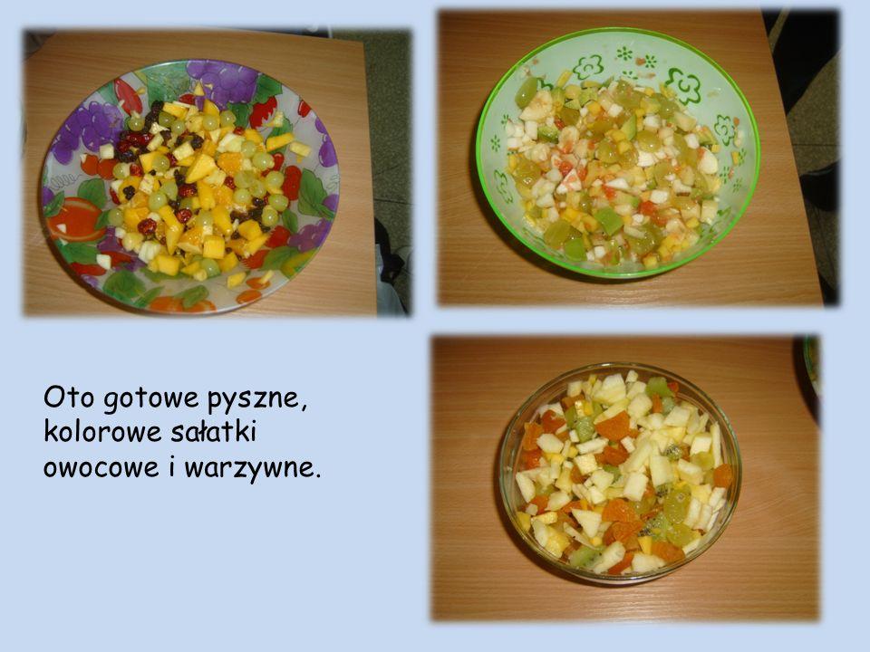 Oto gotowe pyszne, kolorowe sałatki owocowe i warzywne.