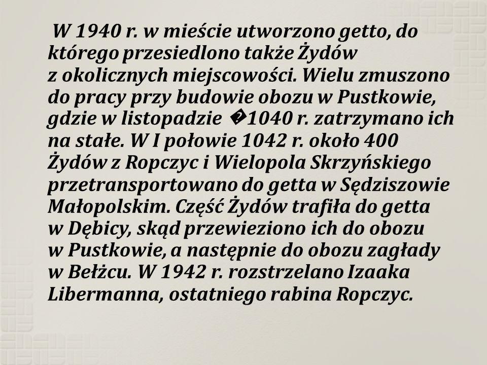 W 1940 r. w mieście utworzono getto, do którego przesiedlono także Żydów z okolicznych miejscowości. Wielu zmuszono do pracy przy budowie obozu w Pust