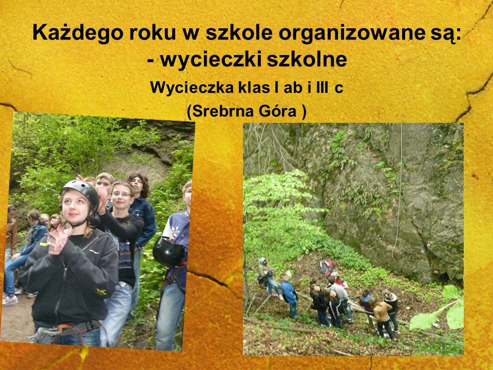 Każdego roku w szkole organizowane są: - wycieczki szkolne Wycieczka klas I ab i III c (Srebrna Góra )