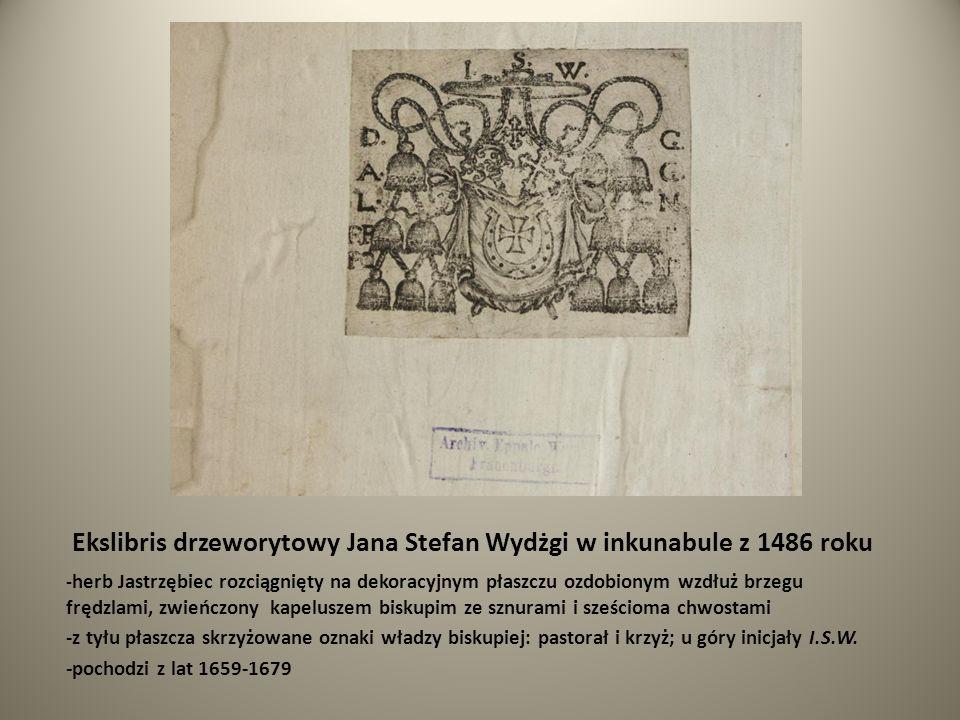 Ekslibris drzeworytowy Jana Stefan Wydżgi w inkunabule z 1486 roku - herb Jastrzębiec rozciągnięty na dekoracyjnym płaszczu ozdobionym wzdłuż brzegu f
