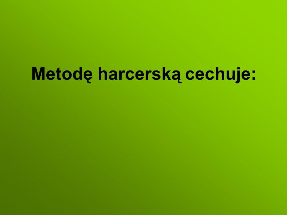 Metodę harcerską cechuje: