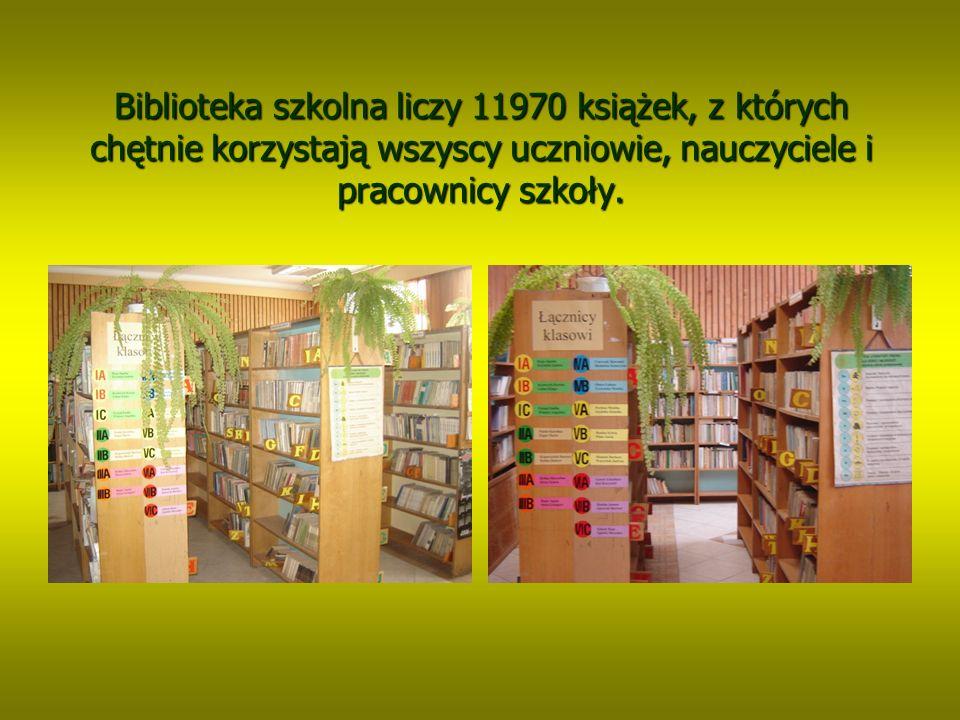 W bibliotece szkolnej znajduje się księgozbiór podręczny, W bibliotece szkolnej znajduje się księgozbiór podręczny, zawierający słowniki, leksykony, encyklopedie oraz książki zawierający słowniki, leksykony, encyklopedie oraz książki o tematyce ekologicznej o tematyce ekologicznej i regionalnej.