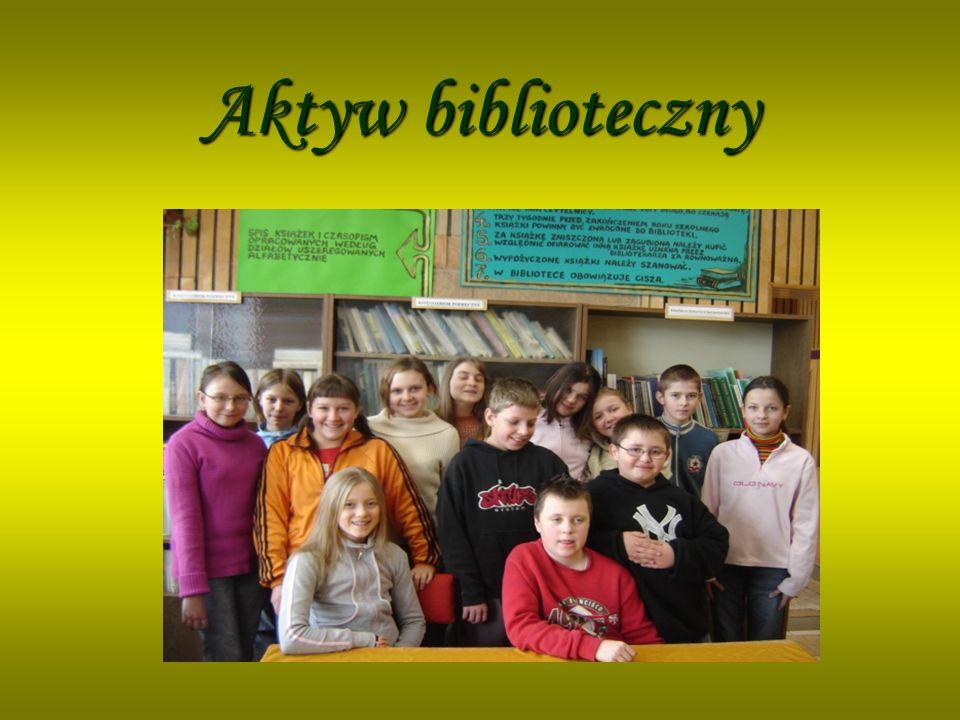 Do pracy w bibliotece został powołany aktyw biblioteczny, działający w trzech sekcjach: prasowej, konserwatorskiej, pomocy bibliotecznej W skład aktywu wchodzą uczniowie: Do pracy w bibliotece został powołany aktyw biblioteczny, działający w trzech sekcjach: prasowej, konserwatorskiej, pomocy bibliotecznej W skład aktywu wchodzą uczniowie: Va Vb Va Vb Klaudia Szydełko Aneta Pluta Klaudia Szydełko Aneta Pluta Dominika Żołądek Sylwia Bomba Dominika Żołądek Sylwia Bomba