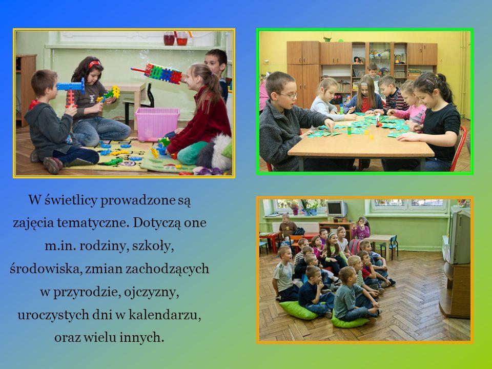 W świetlicy prowadzone są zajęcia tematyczne. Dotyczą one m.in. rodziny, szkoły, środowiska, zmian zachodzących w przyrodzie, ojczyzny, uroczystych dn