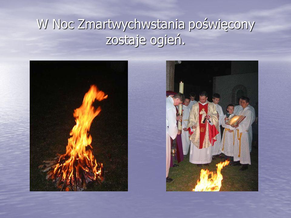 W Noc Zmartwychwstania poświęcony zostaje ogień.
