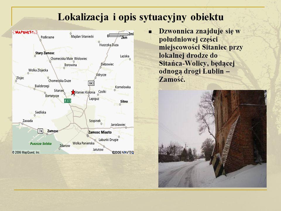 Dzwonnica położona jest ok.100 m na zachód od kościoła parafialnego na terenie plebanii.