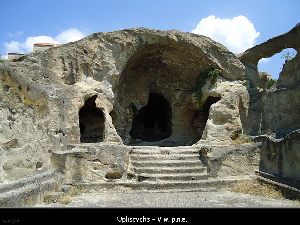 Daktylek Upliscyche – V w. p.n.e. - starożytne skalne miasto, około 10 km na wschód od miasta Gori