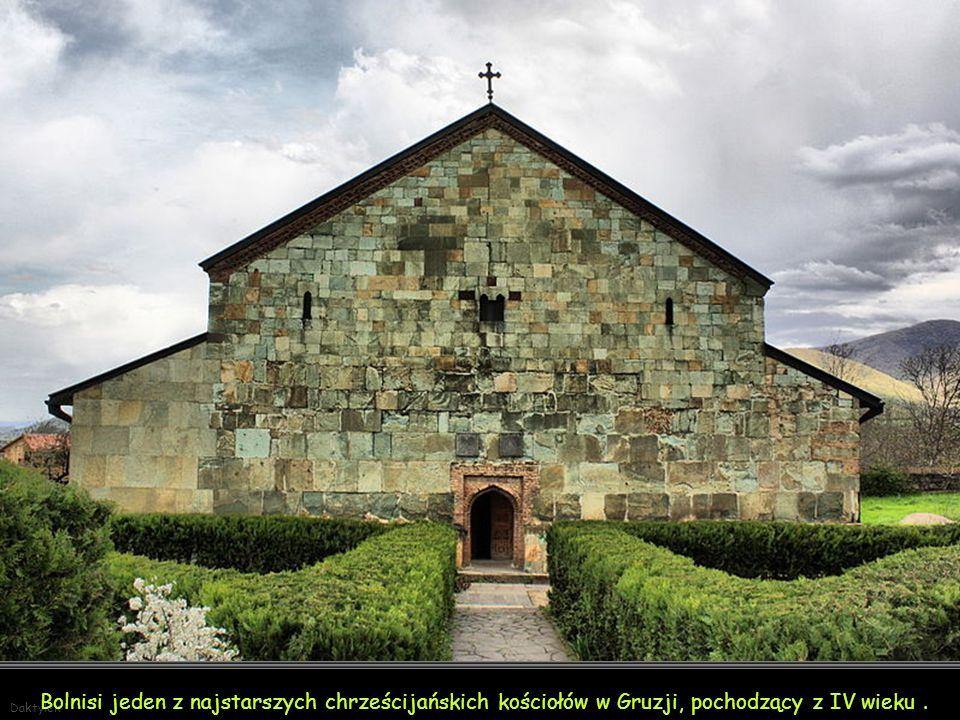 Daktylek Mestia– miasteczko w północno-zachodniej Gruzji, w górach Kaukazu – z wieloma zabytkami - razem z obszarem Górnej Swanetii wpisana została na