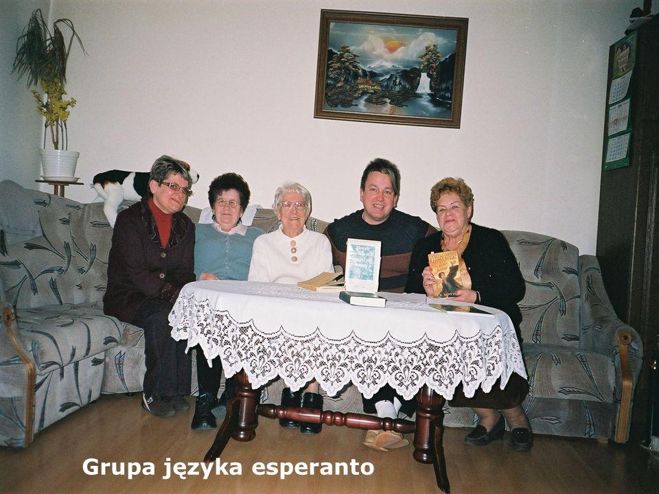 I GRUPA JĘZYKA ESPERANTO KIEROWNIK GRUPY: K. RZĄSA LEKTOR: L. CHYŁA - Esperanto to nie tylko język, to również ideologia, ciekawy świat przyjaźni i ży