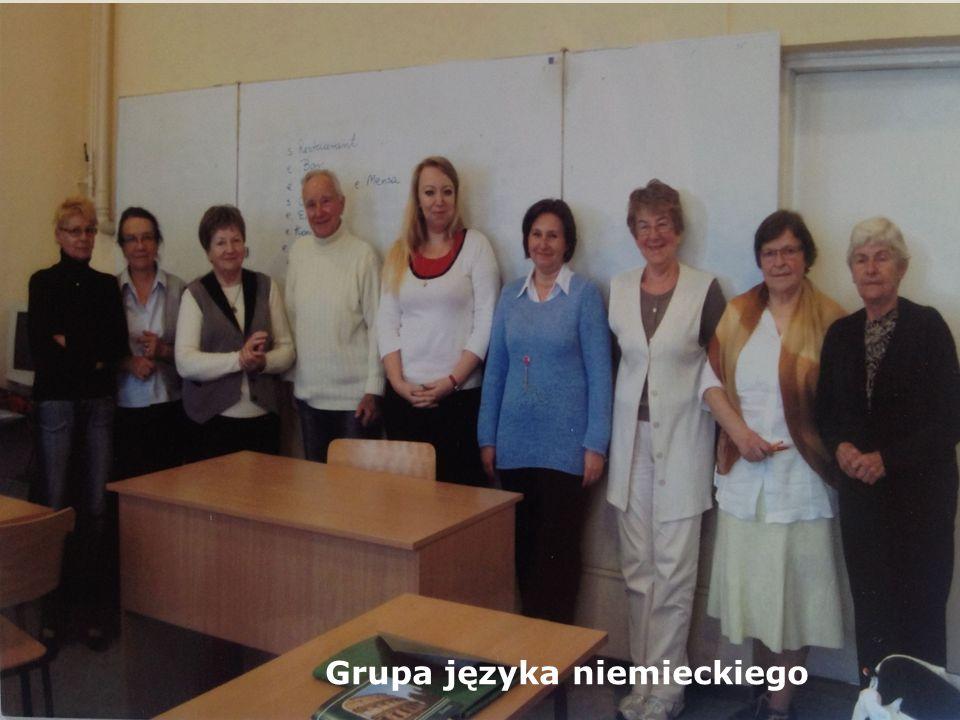 III GRUPY JĘZYKA NIEMIECKIEGO KIEROWNICY GRUP: M. WADIAK, J. STAŃCZYK, E. STOPYRA LEKTORKI: M. CHRZANOWSKA, M. BATOR - Głównym celem zajęć jest opanow
