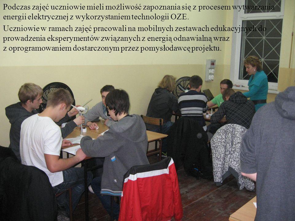 Podczas zajęć uczniowie mieli możliwość zapoznania się z procesem wytwarzania energii elektrycznej z wykorzystaniem technologii OZE. Uczniowie w ramac