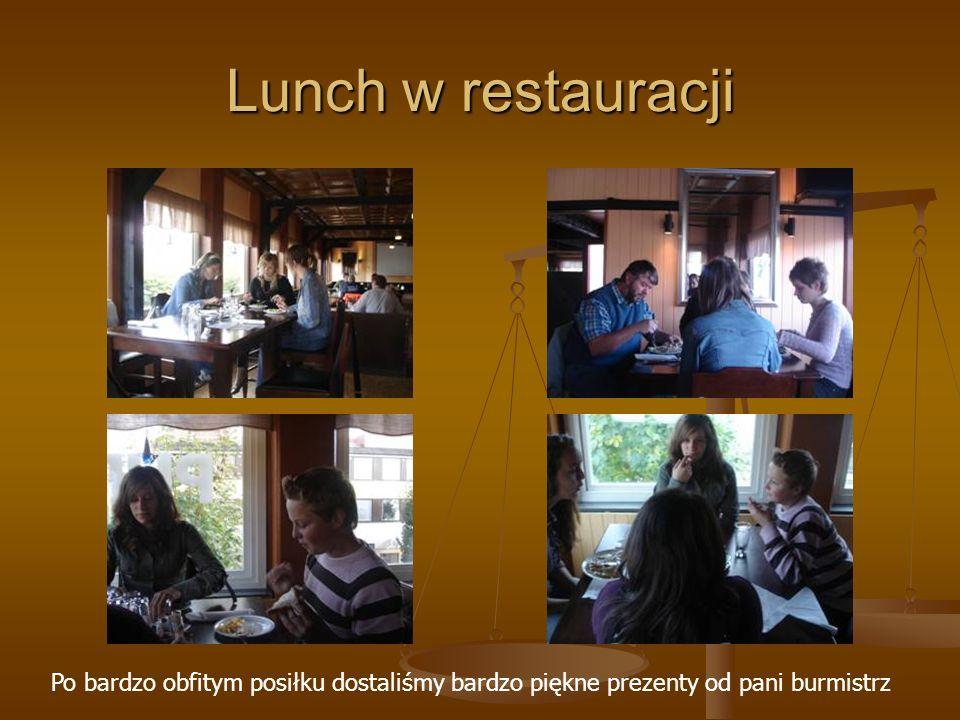 Lunch w restauracji Po bardzo obfitym posiłku dostaliśmy bardzo piękne prezenty od pani burmistrz