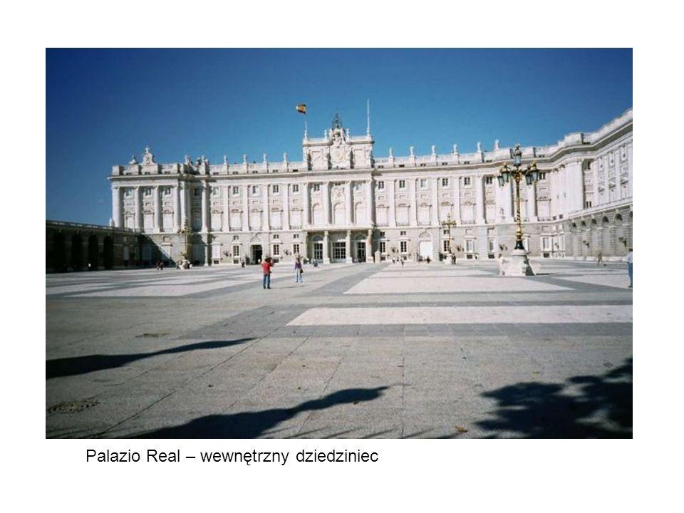 Palazio Real – wewnętrzny dziedziniec