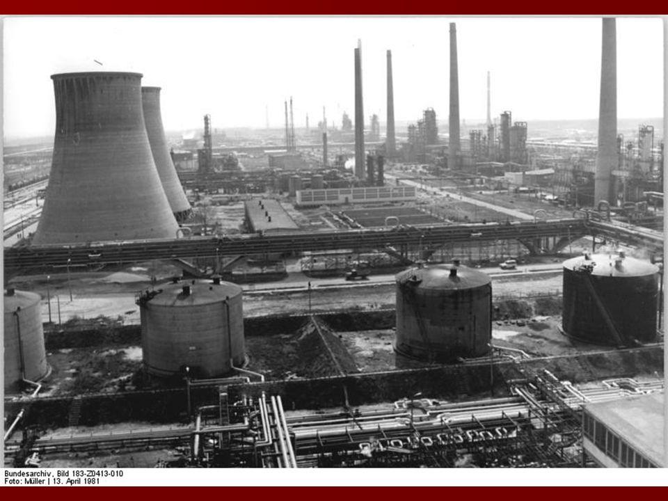 Roczna produkcja – 10,5 mln ton 1) 2,9 mln ton (28%) tłoczy się rurociągiem do magazynu zbiornikowego w Seefeld pod Berlinem 1) 2,9 mln ton (28%) tłoczy się rurociągiem do magazynu zbiornikowego w Seefeld pod Berlinem 2) 6 mln ton ( 57%) transportuje się w cysternach kolejowych do magazynów (dziennie ok.