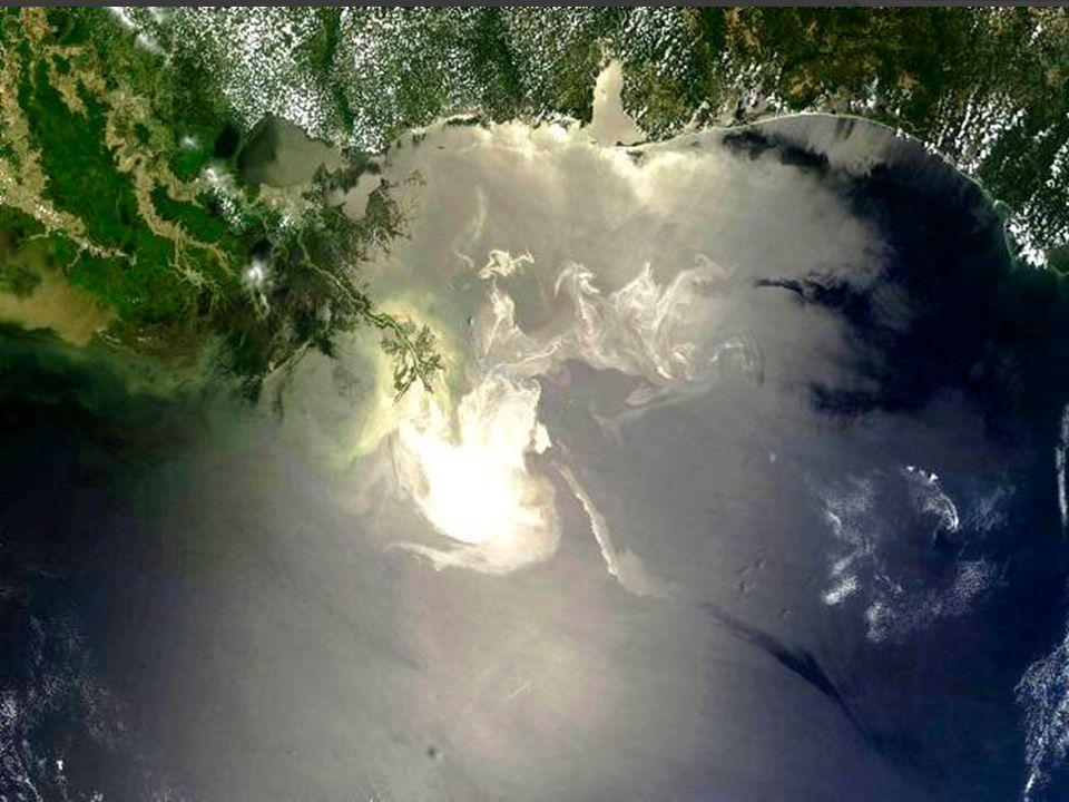 Następstwa spalania Nastepstwem spalania oleju jest wtórne zanieczyszczenie wód morskich i atmosfery pozostałościami nie spalonych frakcji oraz dymem, zawierającym duże ilości związków toksycznych.