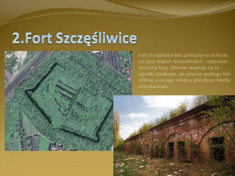 Fort Szczęśliwice jest położony na Ochocie, tuż przy Alejach Jerozolimskich, częściowo otoczony fosą. Obecnie znajdują się tu ogródki działkowe, ale p