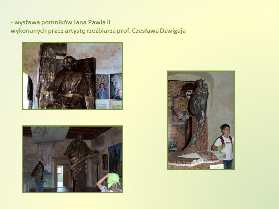 - wystawa pomników Jana Pawła II wykonanych przez artystę rzeźbiarza prof. Czesława Dźwigaja