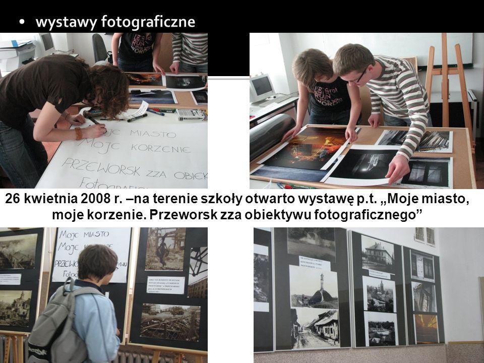 26 kwietnia 2008 r. –na terenie szkoły otwarto wystawę p.t.