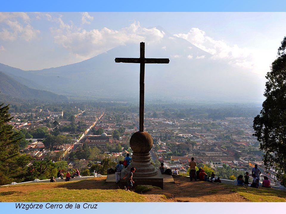 Fuego to najbardziej aktywny wulkan w Ameryce Środkowej. Wybuch Fuego w 1773 spowodował trzęsienie ziemi, które zniszczyło miasto Antigua Guatemala (o