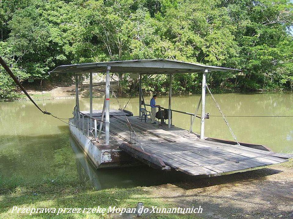 San Ignacio ma ok. 14 tys. mieszkańców. Leży nad rzeką Macal. Duża część mieszkańców miasta jest pochodzenia indiańskiego. San Ignacio Cayo jest drugi
