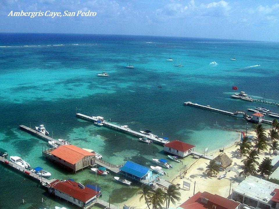 Widok na Ambergris Caye z San Pedro i na lagunę