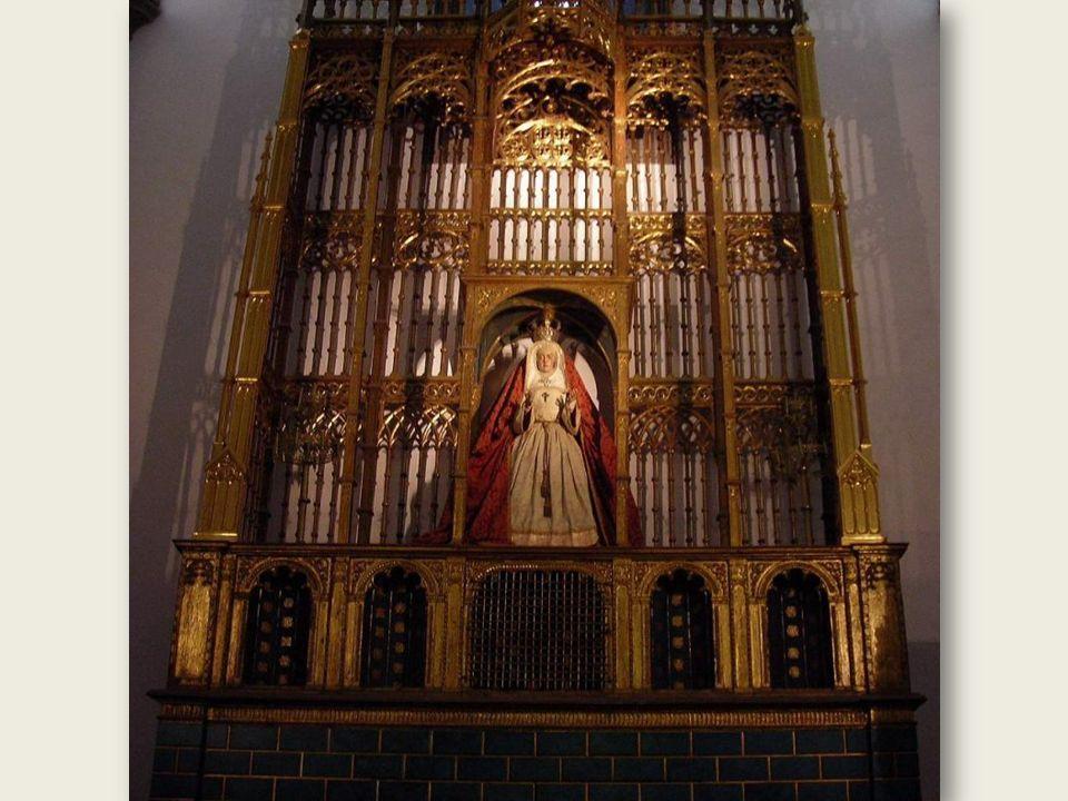 Budowa Catedral de Santa Ana rozpoczęła się w 1497 roku i trwała blisko cztery stulecia. Efektem tak długiego trwania budowy jest różnorodność stylów