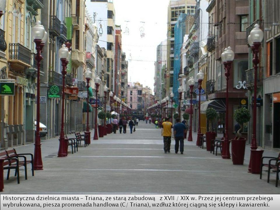 Calle Mayor de Triana w jednej z najstarszych dzielnic - Triana, sąsiadującej z Veguetą