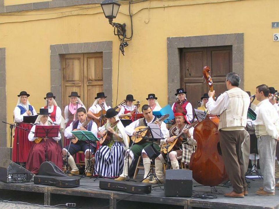Historyczna dzielnica miasta - Triana, ze starą zabudową z XVII / XIX w. Przez jej centrum przebiega wybrukowana, piesza promenada handlowa (C/ Triana