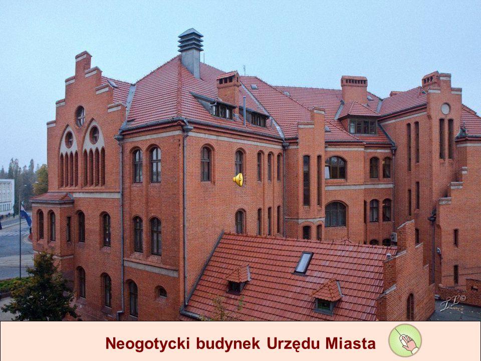 Spacerem po Starówce Neogotycki budynek Urzędu Miasta