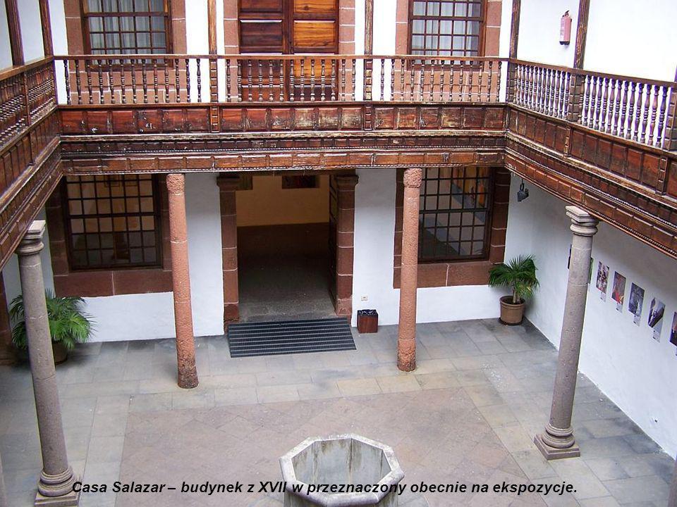Iglesia El Salvador, ambona i chrzcielnica