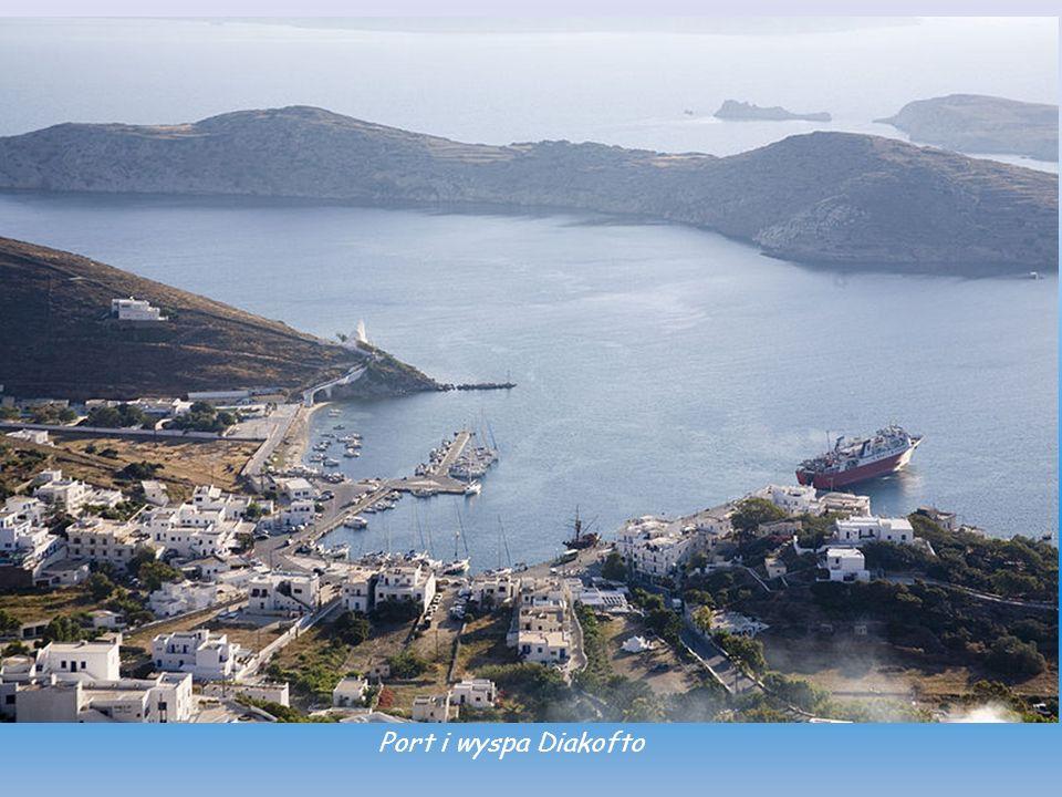 Port Ormos i wyspa Sikinos na horyzoncie