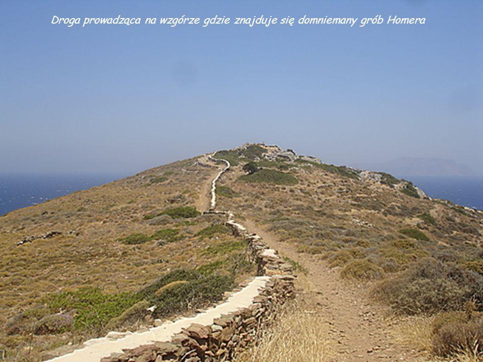 Plakoto. Niektórzy twierdzą, że w miejscowości Plakoto znajduje się grób Homera. Jak głosi legenda statek wieszcza, płynący z Samos do Aten został zmu