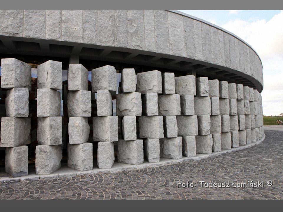Amfiteatr, pod nim muzeum Bitwy Grunwaldzkiej