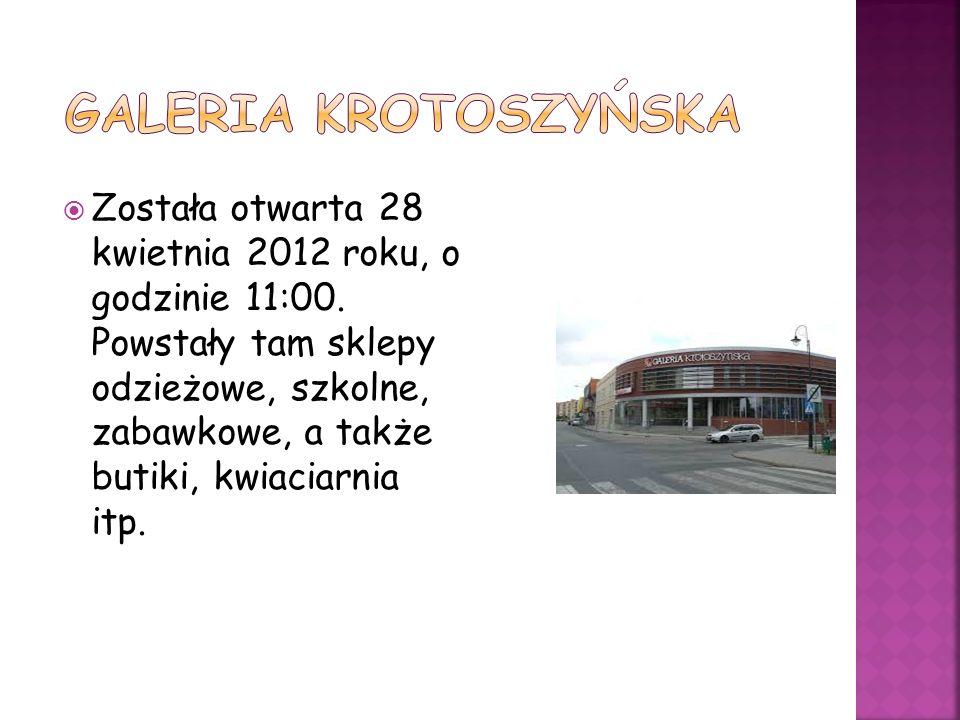 Została otwarta 28 kwietnia 2012 roku, o godzinie 11:00. Powstały tam sklepy odzieżowe, szkolne, zabawkowe, a także butiki, kwiaciarnia itp.