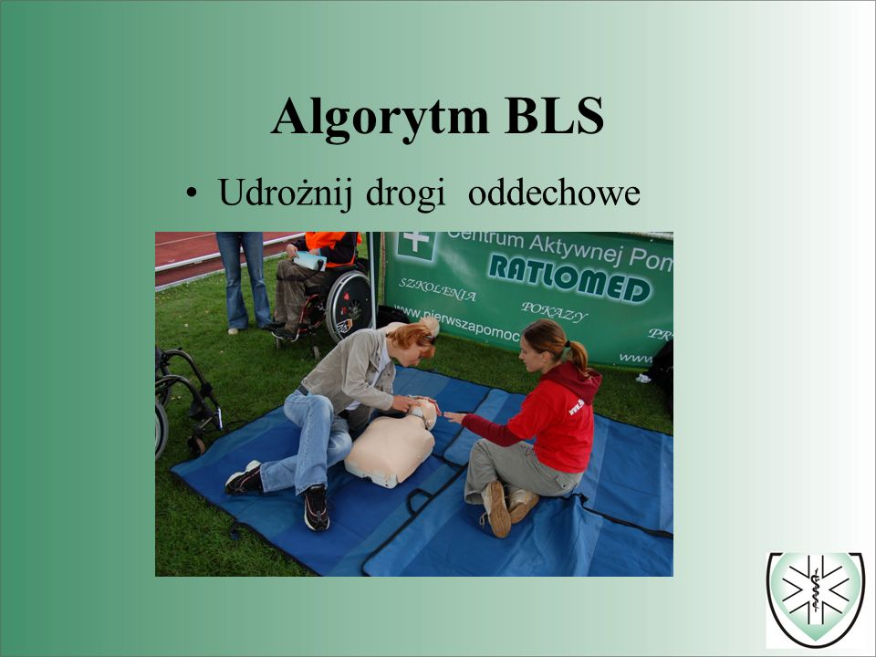 Uraz kręgosłupa nie należy : poszkodowanego układać w pozycji bocznej ustalonej.