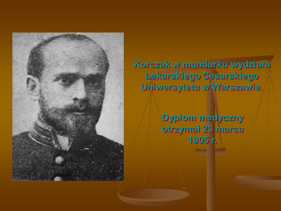 Korczak w mundurku wydziału Lekarskiego Cesarskiego Uniwersytetu w Warszawie. Dyplom medyczny otrzymał 23 marca 1905 r.
