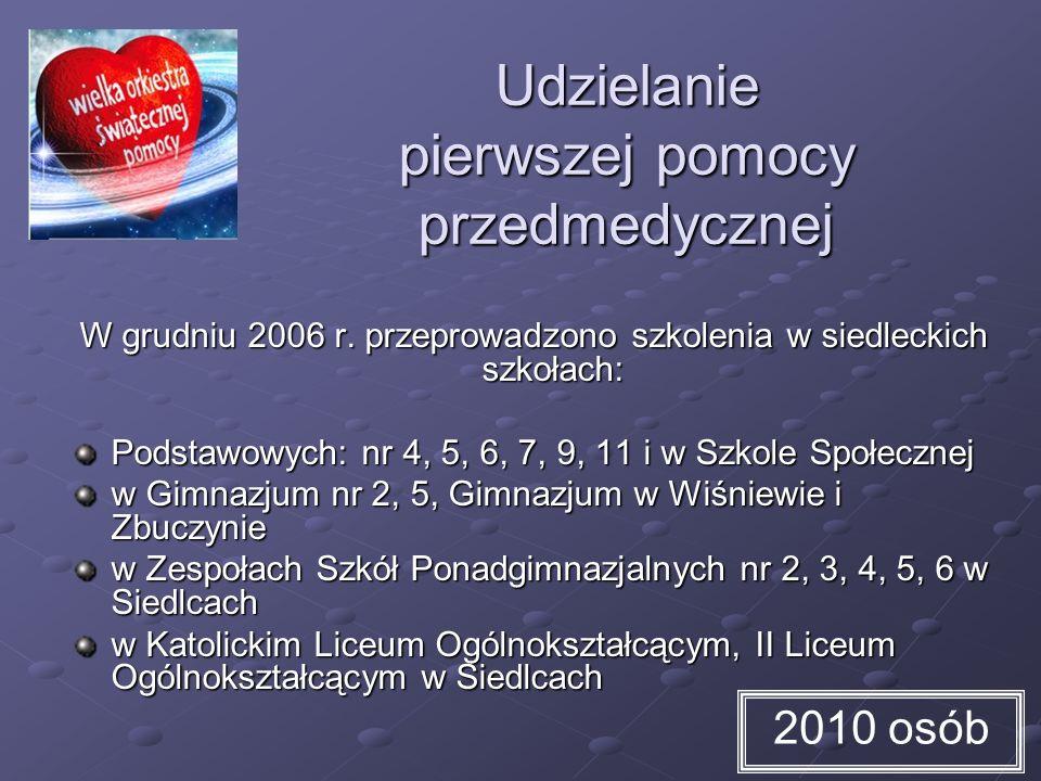 Udzielanie pierwszej pomocy przedmedycznej W grudniu 2006 r. przeprowadzono szkolenia w siedleckich szkołach: Podstawowych: nr 4, 5, 6, 7, 9, 11 i w S