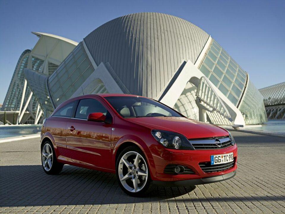 Siła marki Opel opiera się na czterech podstawach: - Wszechstronność i elastyczność wnętrz - Dynamika jazdy - Nowoczesne, charakterystyczne wzornictwo