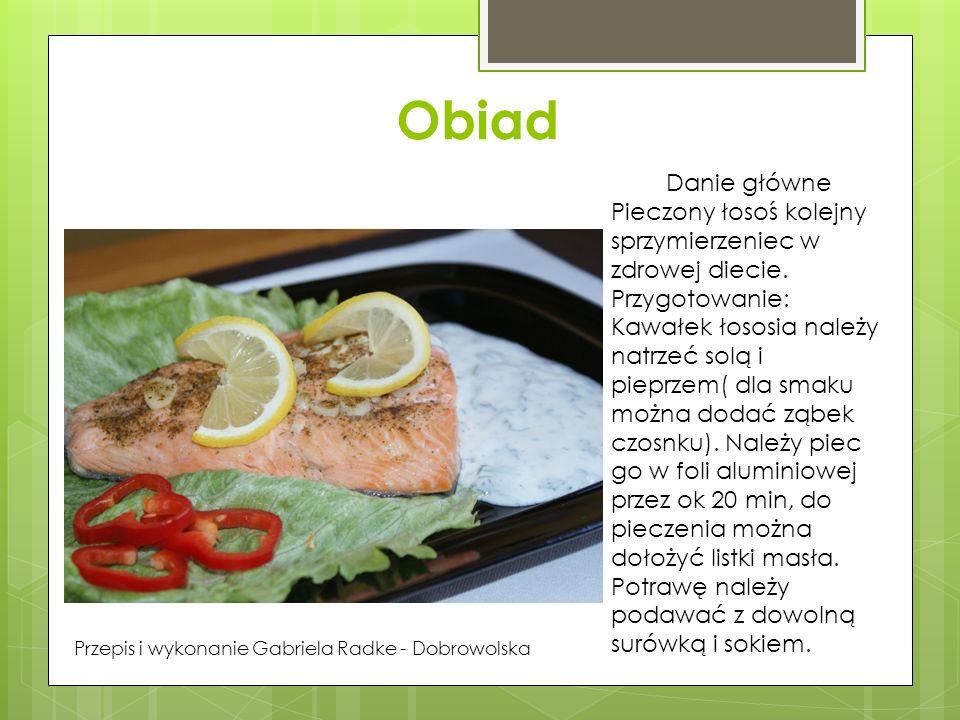 Obiad Danie główne Pieczony łosoś kolejny sprzymierzeniec w zdrowej diecie. Przygotowanie: Kawałek łososia należy natrzeć solą i pieprzem( dla smaku m