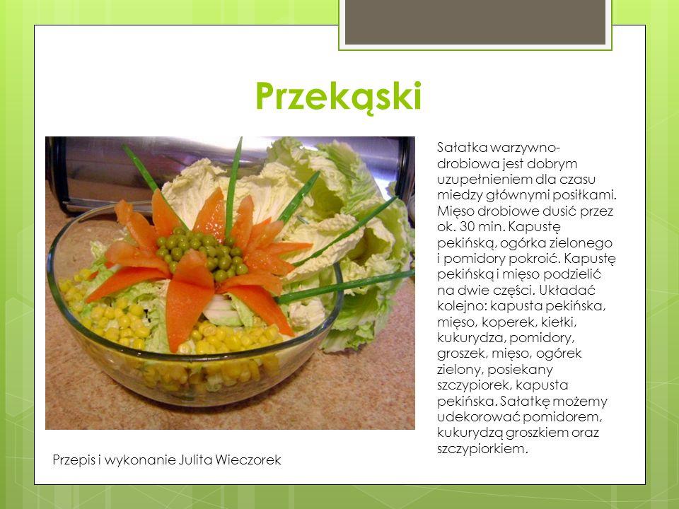 Przekąski Sałatka warzywno- drobiowa jest dobrym uzupełnieniem dla czasu miedzy głównymi posiłkami. Mięso drobiowe dusić przez ok. 30 min. Kapustę pek