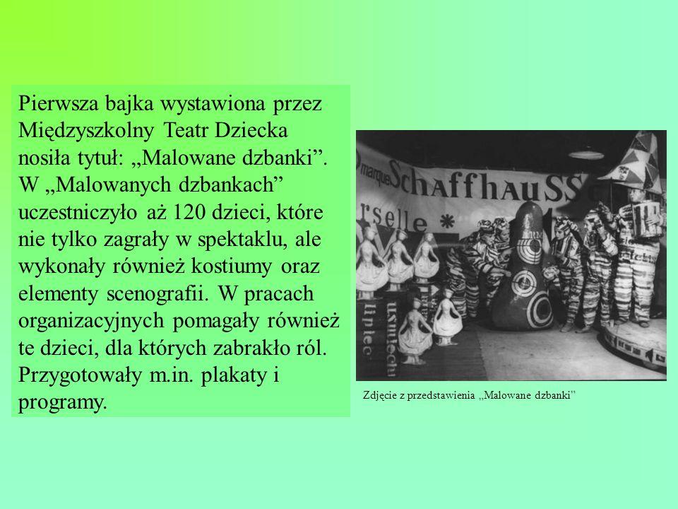 Pierwsza bajka wystawiona przez Międzyszkolny Teatr Dziecka nosiła tytuł: Malowane dzbanki.