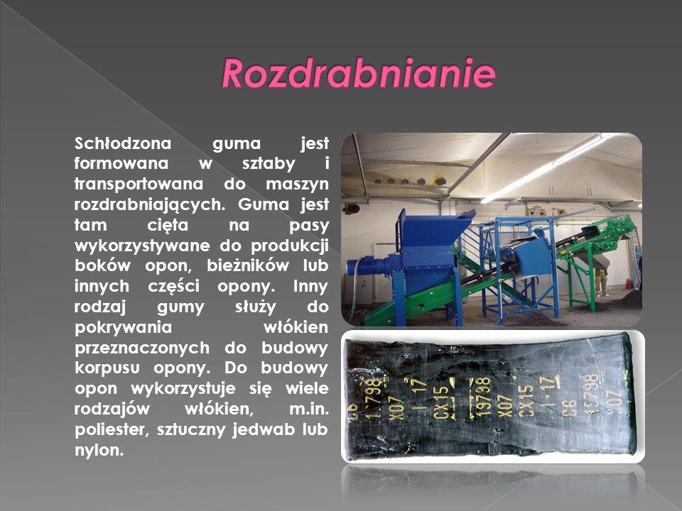 Schłodzona guma jest formowana w sztaby i transportowana do maszyn rozdrabniających. Guma jest tam cięta na pasy wykorzystywane do produkcji boków opo